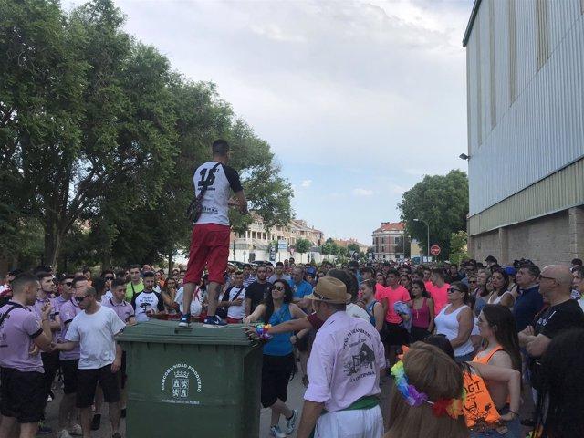 Valladolid.- Un momento de la concentración de vecinos en La Cistérniga