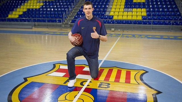 Rodion Kurucs, nuevo fichaje del FC Barcelona