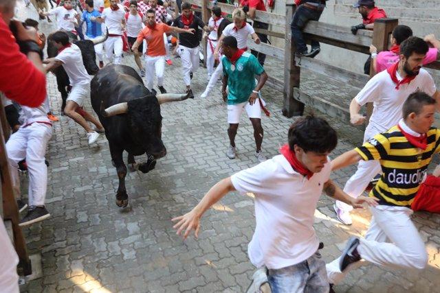 Octavo encierro de Sanfermines 2018 con toros de Miura.