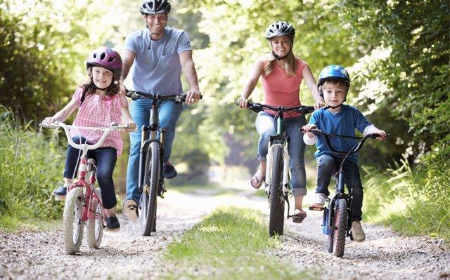 Ideas para ponerse en forma en familia durante el verano