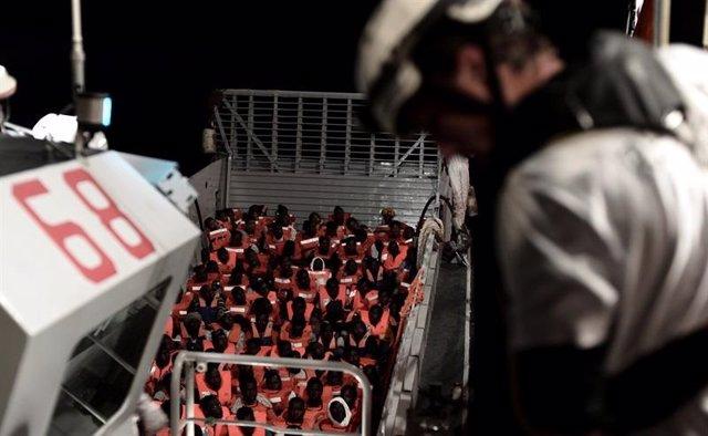 Inmigrantes rescatados por el barco Aquarius