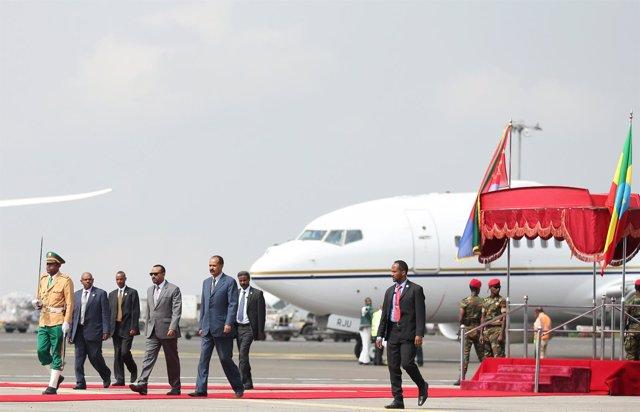 Isaias Afwerki llega a Etiopía recibido por el primer ministro Abiy Ahmed