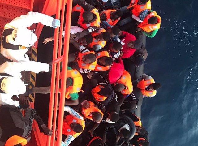 Migrantes auxiliados por Salvamento Marítimo