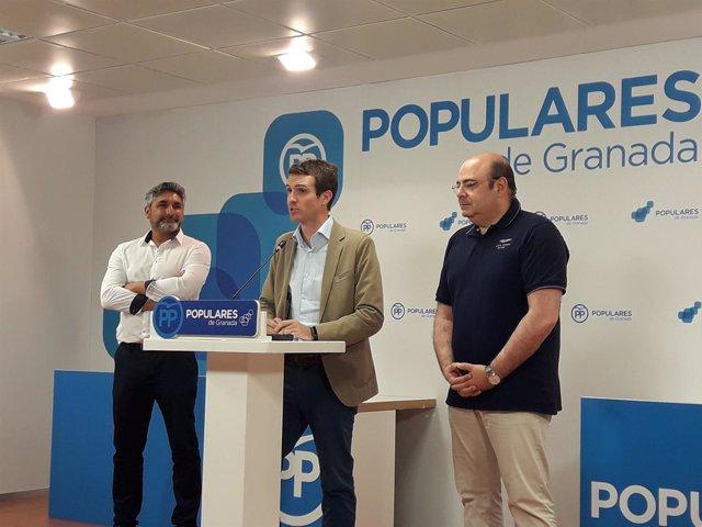 El candidato a la Presidencia del PP, Pablo Casado, en la sede del PP de Granada