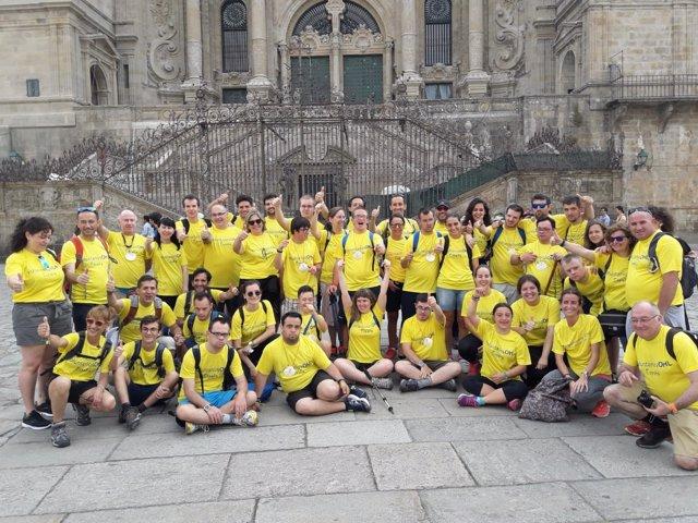 El grupo de jóvenes en la Praza do Obradoiro
