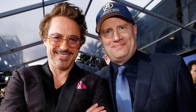 Kevin Feige y Robert Downey Jr. En la premiere de Vengadores Infinity War