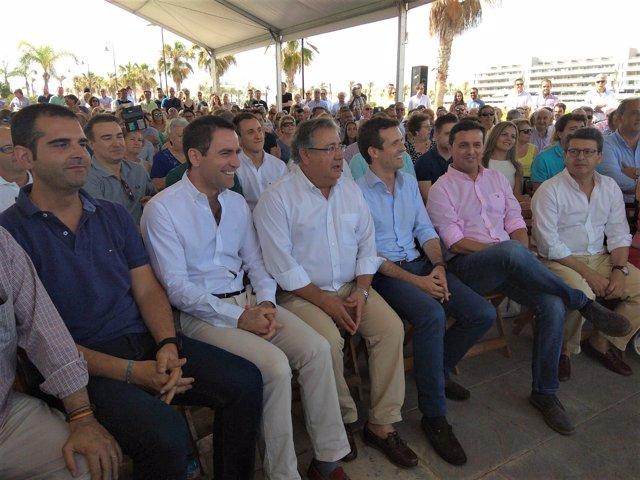 Juan Ignacio Zoido junto a Pablo Casado en Roquetas de Mar