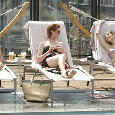 Foto: Estas son las manías que debes eliminar si quieres evitar manchas en la piel en verano (FOTOGRAMA 'SEXO EN NY')