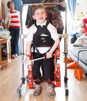 Tres niños con atrofia muscular espinal prueban en España por 1ª vez en el mundo el exoesqueleto infantil en sus casas (HOSPITAL UNIVERSITARIO RAMÓN Y CAJAL)