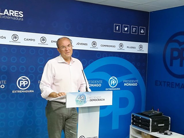 Monago en rueda de prensa este lunes en Mérida