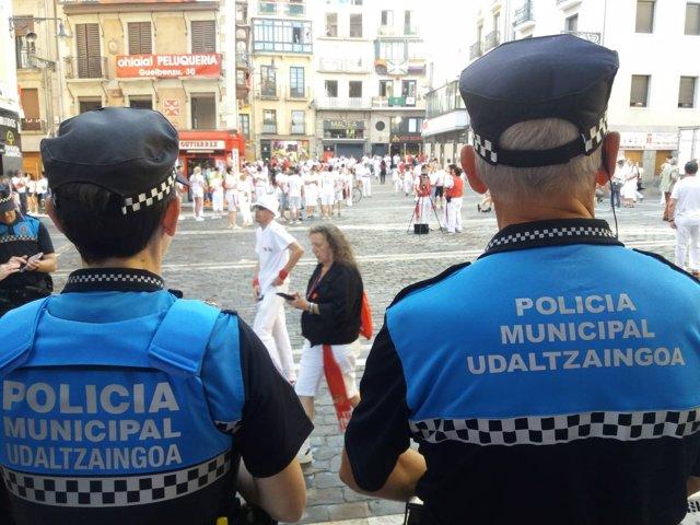 Agentes de la Policía Municipal en Pamplona.