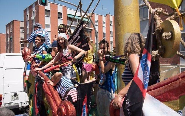 Casi 15.000 personas se mojaron en la Batalla Naval de Vallecas por la libertad de expresión