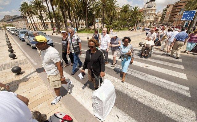 Los hoteleros moderan sus previsiones para este verano tras la 'temporada récord' del año pasado
