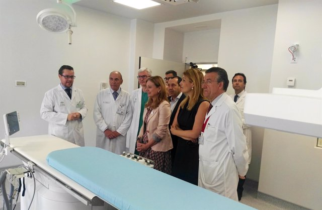 Consejera salud visita sala de hemodinámica del hospital regional