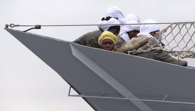 Rescate de inmigrantes en el Mediterráneo por parte de las autoridades italianas