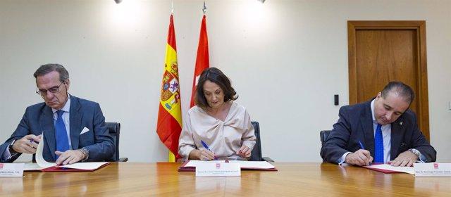 Yolanda Ibarrola y el decano del ICAM