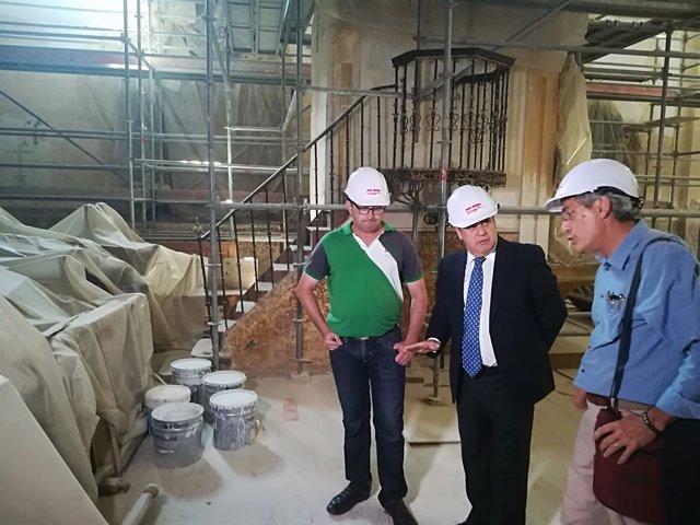 El delegado territorial visita las obras de la iglesia de Pedrosa del Rey 16-7