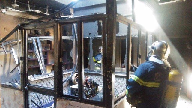 Vivienda incendiada en Puerto Serrano