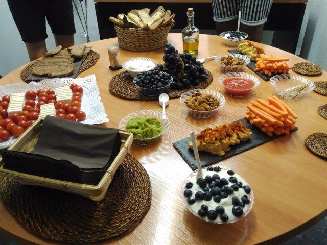 Almuerzo hecho con comida saludable, sano, verduras, frutas, dieta
