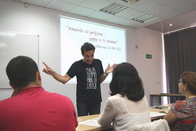 El investigador José Luis Bimbela en los cursos de verano de la UNIA