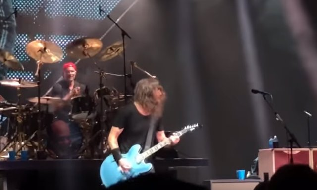 CHAD SMITH CON FOO FIGHTERS