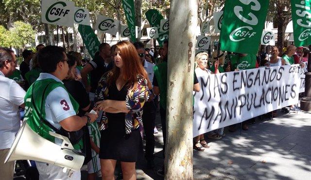 Susana Serrano (Participa) En La Concentración De Opositores De Tussam