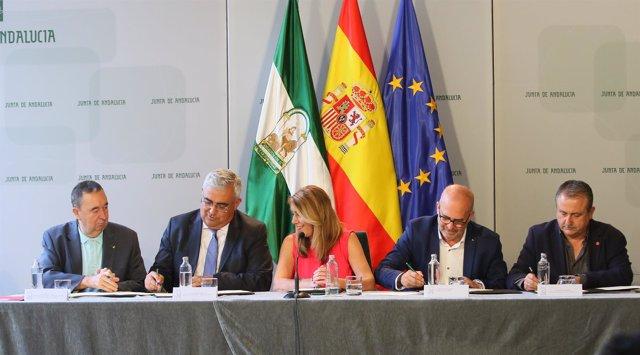 Susana Díaz preside la firma del Acuerdo Marco por la calidad del empleo público