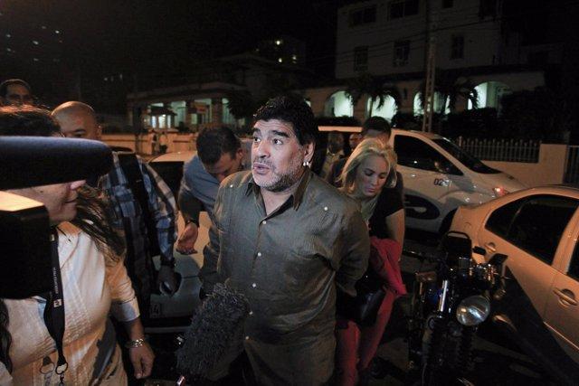 Diego Armando Maradona en un viaje a Cuba