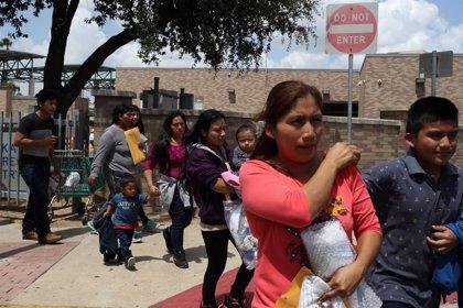 Un juez de EEUU suspende temporalmente las deportaciones de las familias de inmigrantes reunidas