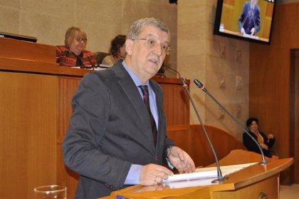 El consejero de Sanidad de Aragón, Sebastián Celaya, presenta su dimisión