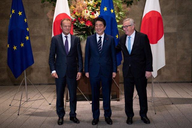 Shinzo Abe, Donald Tusk y Jean-Claude Juncker