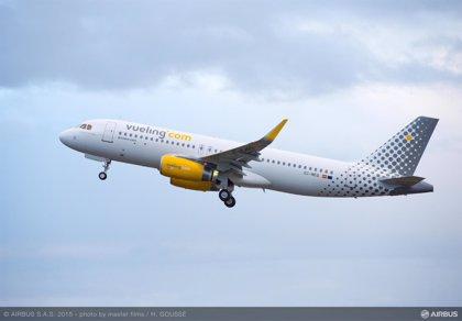 Los pilotos de Vueling firman un preacuerdo con la aerolínea para el convenio colectivo