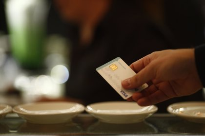Crece un 7% el número de tarjetas de débito y crédito en circulación hasta marzo
