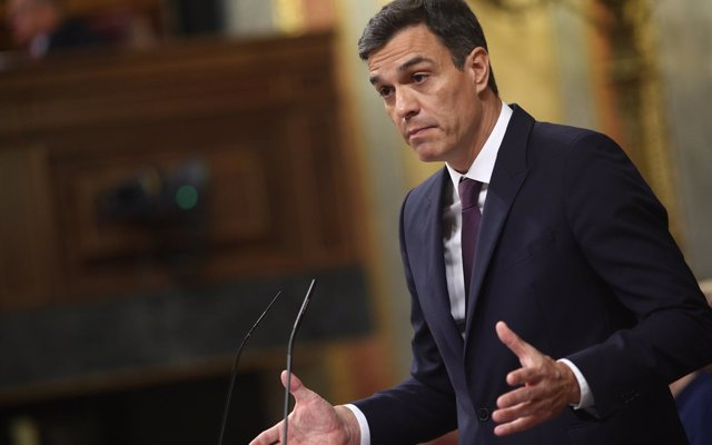 Pedro Sánchez aboga por crear puertos seguros para atender y acoger a migrantes que llegan en patera y mantener los CIE
