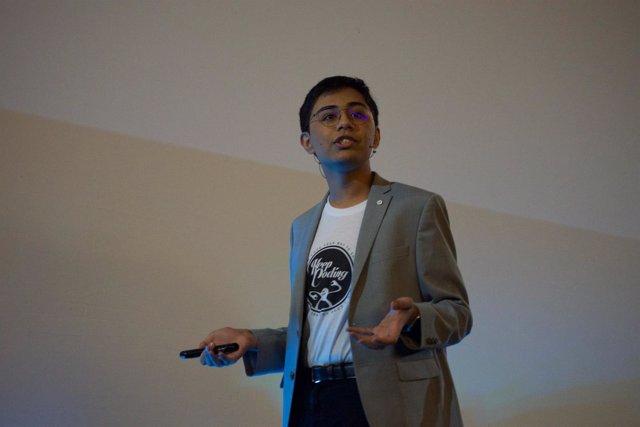 Tanmay Bakshi, experto en IA que colabora para IBM