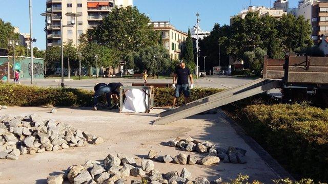 Trasladan a Es Baluard la escultura 'Cinc camins' de Richard Long