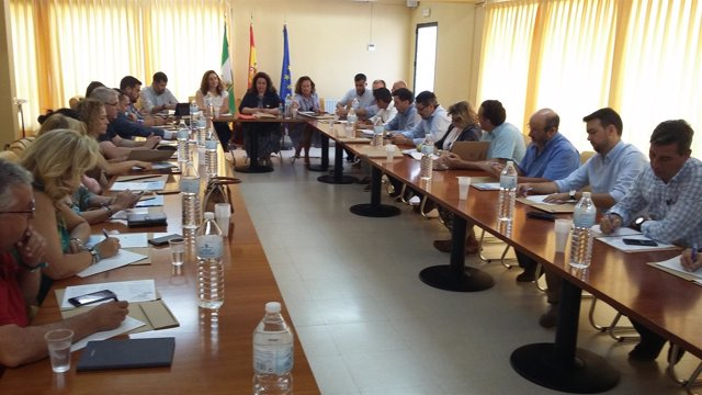 Miembros de la Junta de Andalucía reunidos con los alcaldes de la provincia