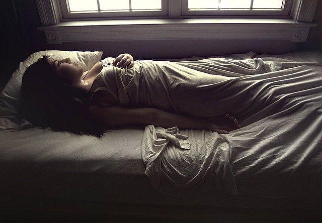 Insomnio, dormir, sueño, mujer, cama