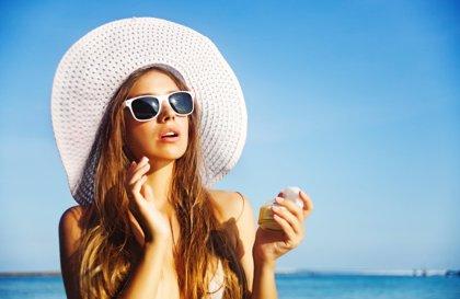 5 costumbres para cuidar los ojos y la piel en verano
