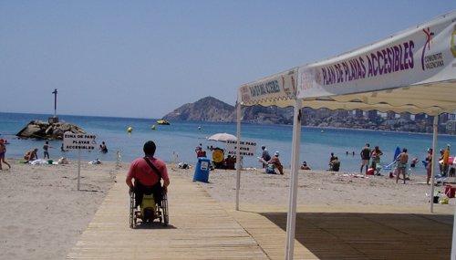 Discapacitado en una playa española