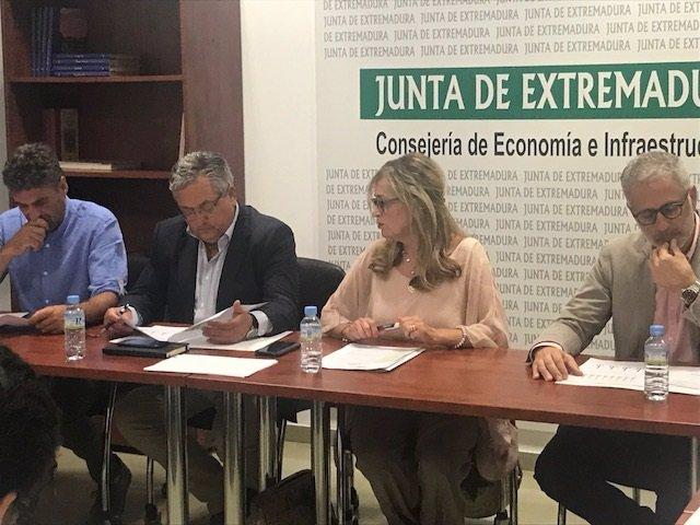 La directora general con los alcaldes de Aguablanca