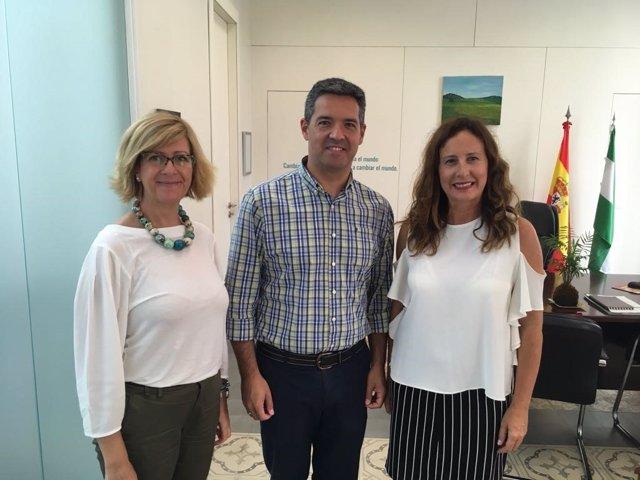 Remedios Palma, delegada de Educación, con el alcalde de Rota
