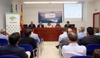 Foto: Unicaja Banco participa en una jornada sobre financiación e inversiones en eficiencia energética para comercios