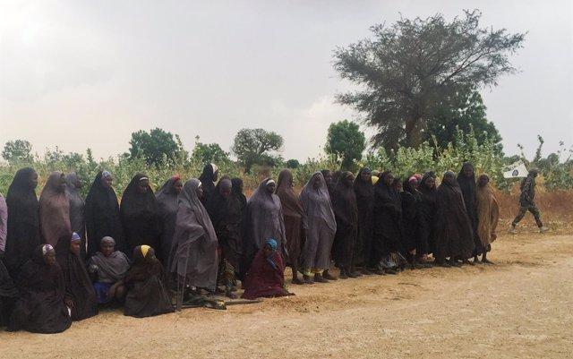 La Policía de Nigeria detiene a ocho de los presuntos secuestradores de las niñas de Chibok