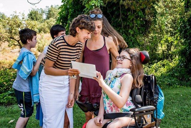 La actriz Andrea del Río visita un campamento de verano de la Federación ASEM