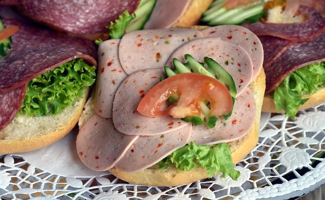 Salchicha, salami, carne procesada