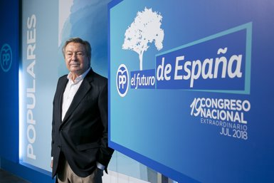 """De Grandes recorda que Aznar va renunciar a ser president d'honor i ha tractat amb """"desdeny"""" el PP (PARTIDO POPULAR)"""