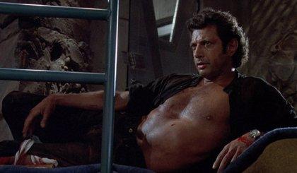 Una estatua gigante de Jeff Goldblum aparece en Londres reproduciendo su pose más sexy de Jurassic Park