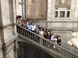Colau, CCOO, la UGT i Sapol ratifiquen el nou conveni per als treballadors municipals (Europa Press)