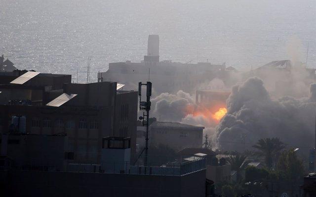 Muere un miembro de Hamás en un ataque israelí en respuesta a los globos incendiarios lanzadas desde Gaza